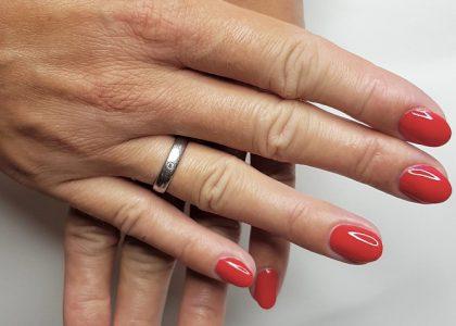 Elegantes Nageldesign in italienischem Rot