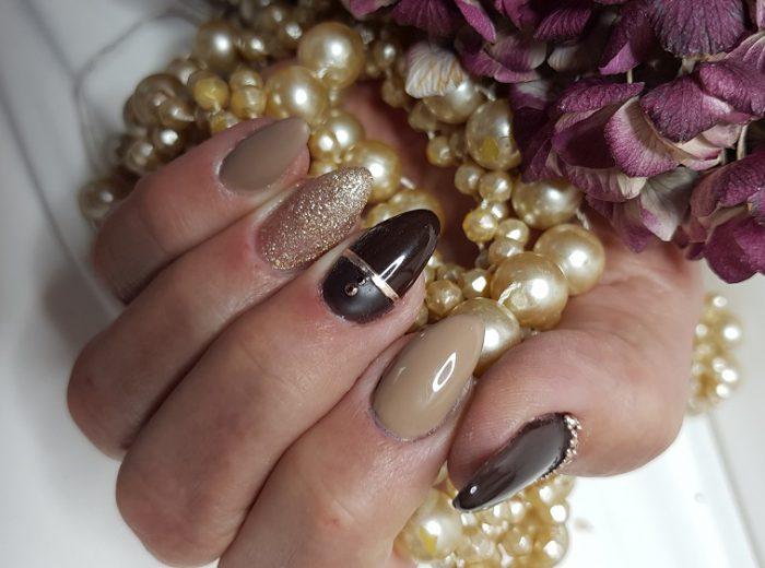 klassisch elegante Nägel in diversen Brauntönen