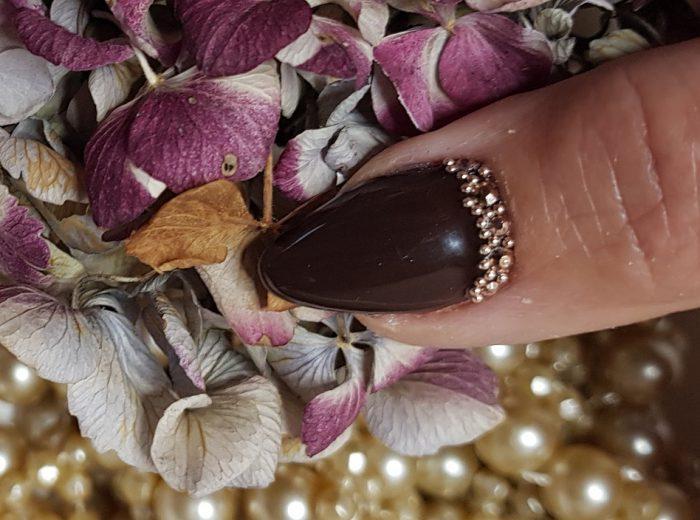 Herbstdesign in dunkelbraun mit Perlen