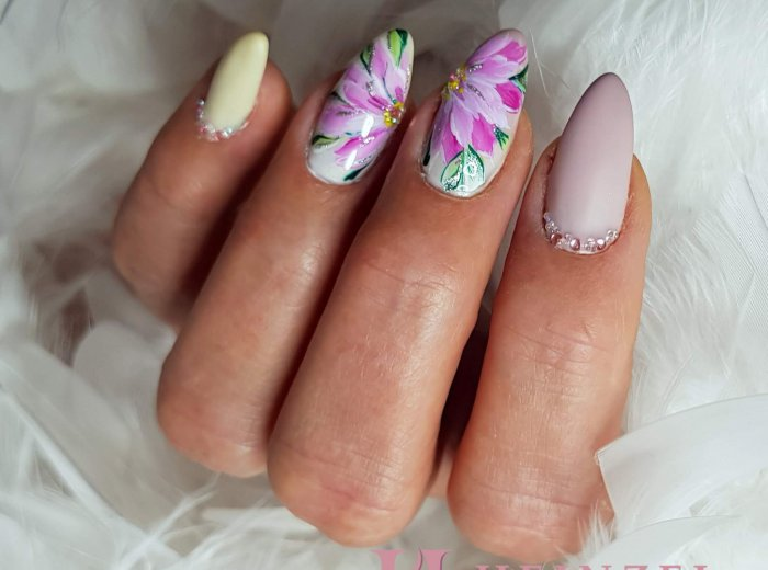 handgemalte Blüten